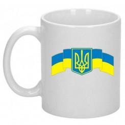 Чашка с Гербом Украины на фоне флага